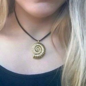 Jewelry - NWOT Gold & Black Ammonite Necklace